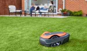 Read more about the article Flymo Robot Mower Comparison Chart [Easilife vs 1200R]