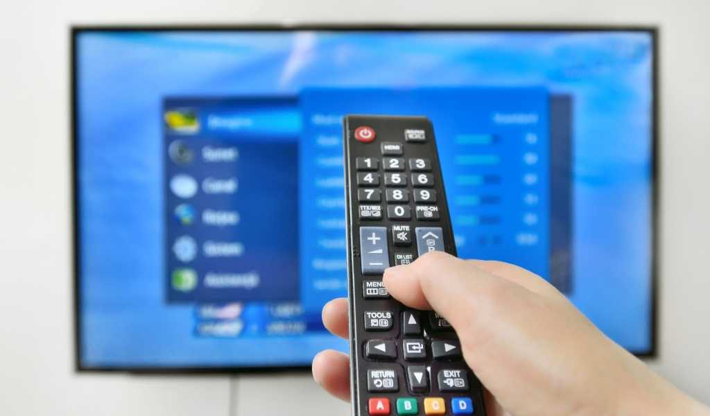 You are currently viewing How to Turn Your TV in to a Smart TV for Under £30