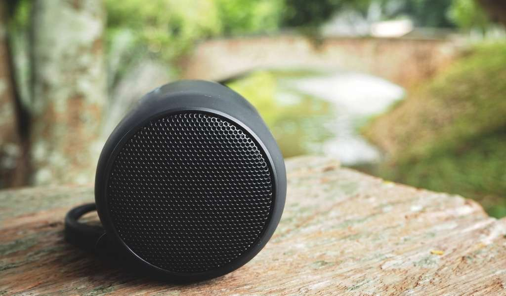 You are currently viewing 6 Best Outdoor Smart Speakers for Alexa and Google Assistant