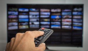 Read more about the article Do Smart TVs Need Internet? [What You Can + Can't Watch]